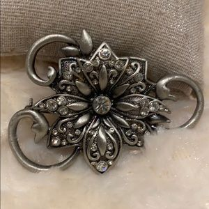 🆕NWT Gorgeous Floral Pewter Broach w/ Crystals!!!